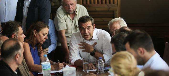 Ο Αλέξης Τσίπρας στην συνάντησή του με τους πυρόπληκτους στο Μάτι- φωτογραφία eurokinissi