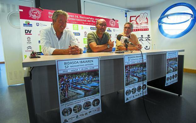 Alegre, Arellano y Martínez, en la presentación del evento en la sede de Santiagotarrak./F. DE LA HERA