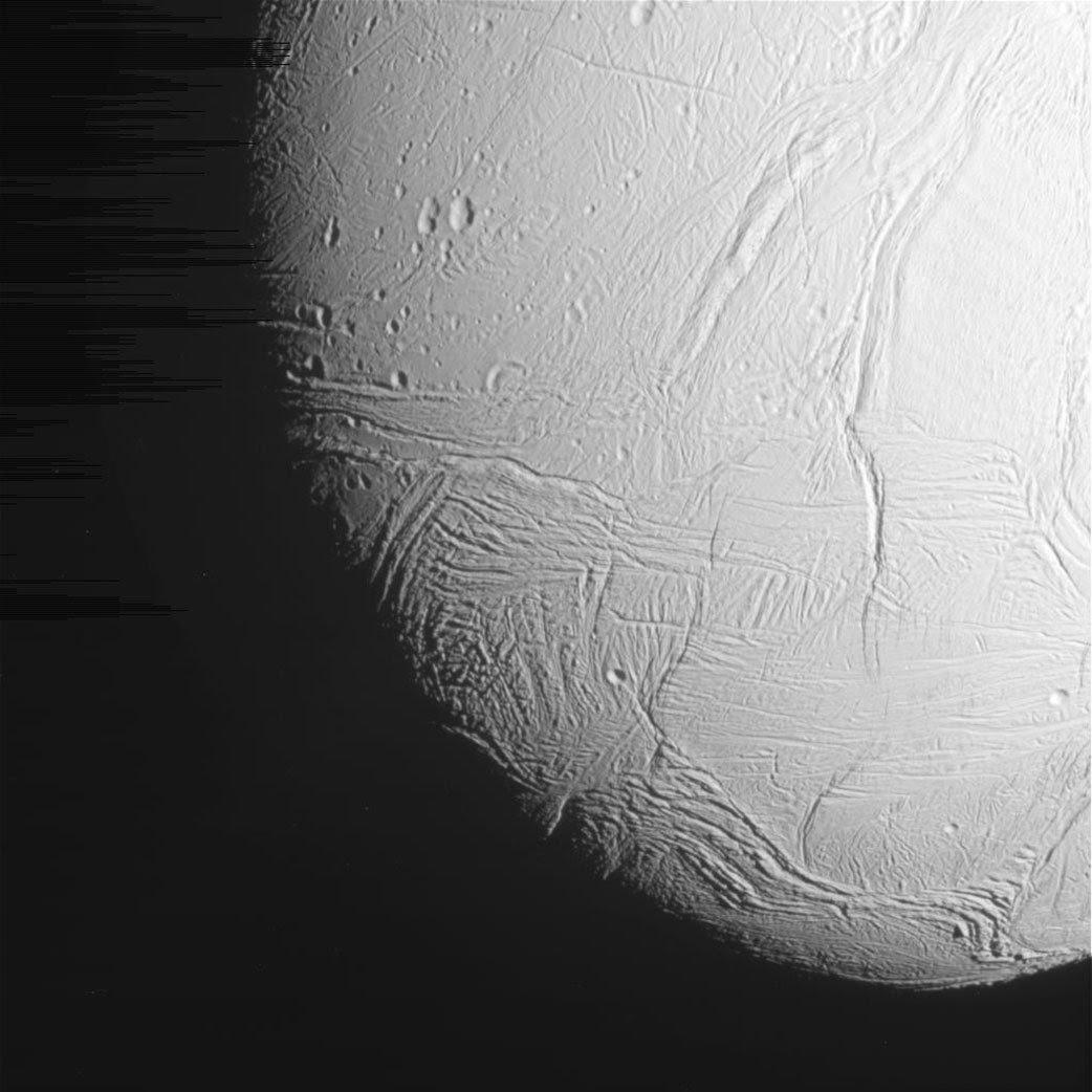 Sonda Cassini da NASA já começou Transmitir Últimas Imagens Da lua gelada de Saturno - Encélado