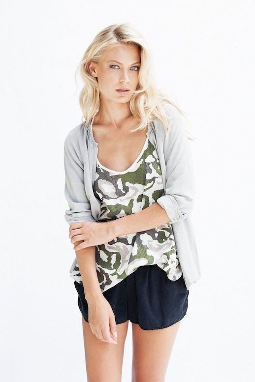 LE FASHION BLOG LIGHT BRIGHT SAM&LEVI SS 2014 DOVE GREY CARDIGAN CAMO PRINT TANK TOP BLACK SHORTS LONG BLONDE WAVY HAIR SPRING SUMMER INSPIRATION 3 photo LEFASHIONBLOGLIGHTBRIGHTSAMampLEVISS20143.jpg