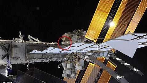 ¿Puedes encontrar al astronauta en esta fotografía de la Estación Espacial Internacional?