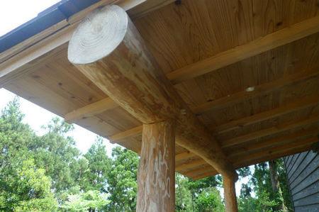 杉で組んだヒサシ