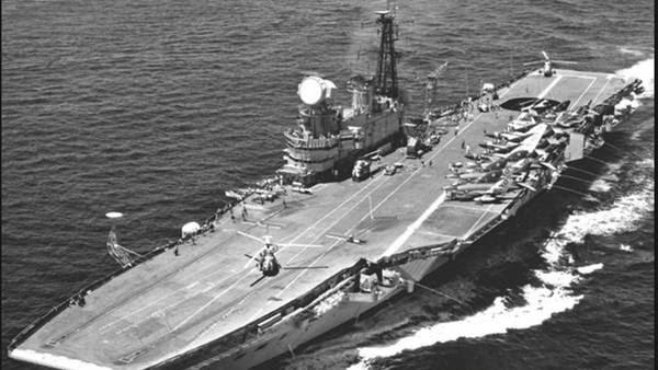 El HMS Hermes, en 1982. Mapa petrolero develaría el misterio del portaaviones Invencible atacado en 1982   30 de mayo de 1982, el portaaviones HMS Invincible es atacado por la Aviación. ¿Averiado o hundido? Gran Bretaña niega el hecho, pero mapa de prospección petrolera develaría el misterio de su hundimiento tras 28 años.   El HMS Hermes  en 1982. investigacion  portaaviones HMS Invincible