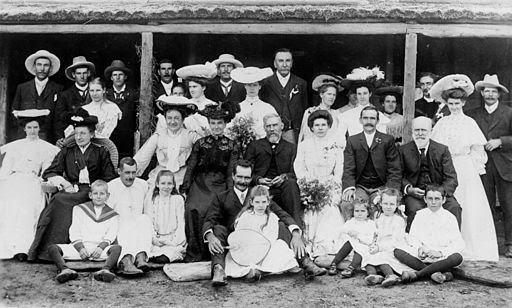 StateLibQld 1 68979 Portrait of the Ferner family, 1905