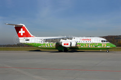 Swiss International Air Lines BAe RJ100 HB-IYS (msn E3381) (Shopping Paradise Zurich Airport) ZRH (Rolf Wallner). Image: 905787.