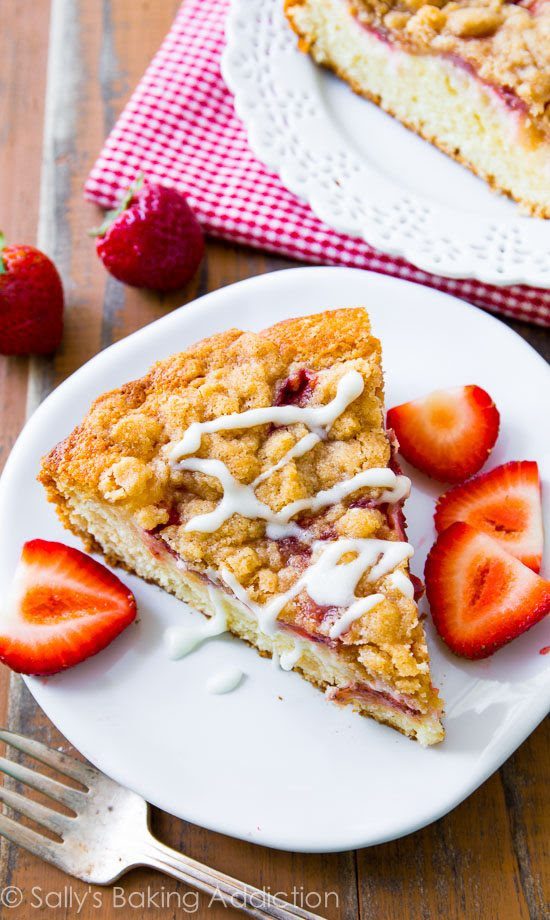 Strawberries 'n Cream Crumb Cake