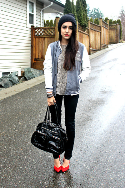 Charcoal-gray-sirens-jacket-black-h-m-bag-black-sirens-pants