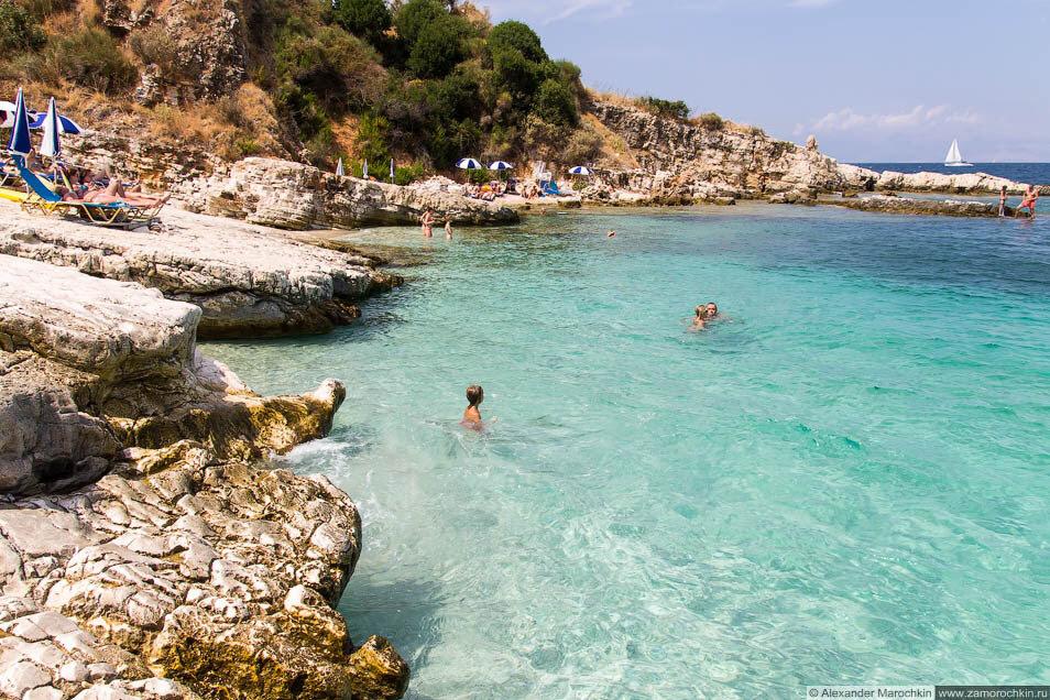 Скалистый пляж в Кассиопи (Корфу)