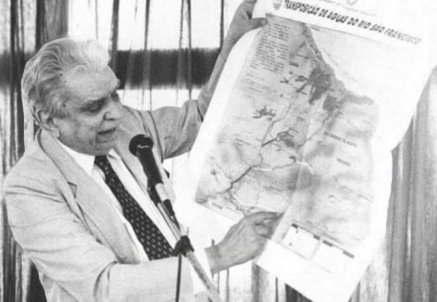 Aluízio-Alves-ministro-da-Integração-com-projeto-da-Transposição-do-Rio-São-Francisco-e1593307630709.png (620×429)