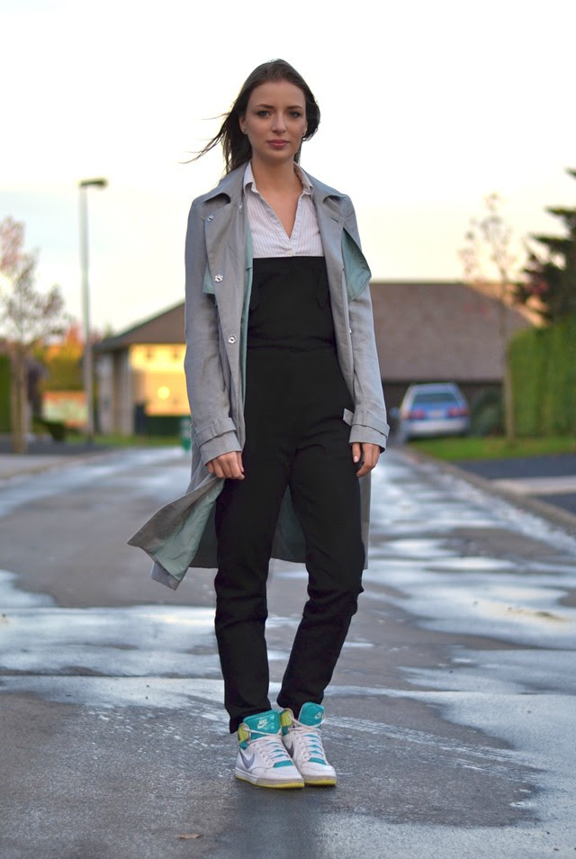 asos black twill dungarees overalls asos mac trench coat grey oversized zara trf black jegging jeans nike sneakers royalty hi high women outfit post fashion blogger turn it inside out belgium