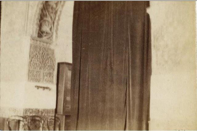 Arco de yesería en el Salón de Mesa de Toledo en febrero de 1901. Fotografía del príncipe de Rumanía Emmanuel Bibesco. Museo D´Orsay.