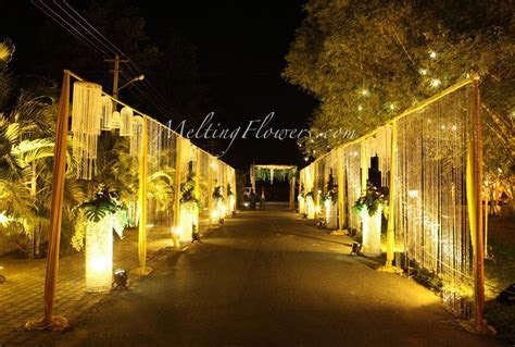 August Ideas For The Entrance And The Pathway Decorations