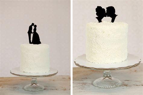 Silhouette de mariés pour la pièce montée   A un détail