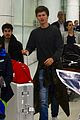 ansel elgort gets greeted by fans at australia airport 03