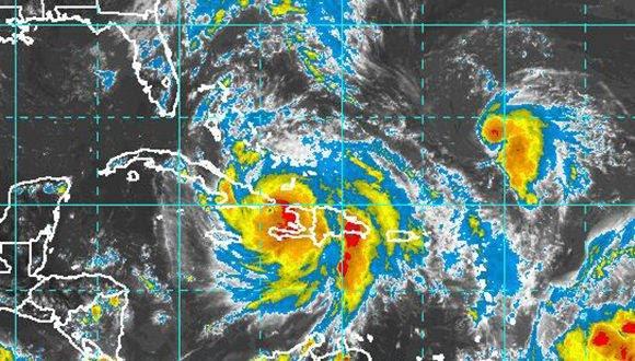 Imagen del satélite que muestra la llegada de Matthew al oriente cubano. Fuente: NOAA.