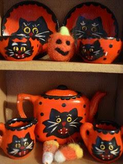 tiny halloween teaset