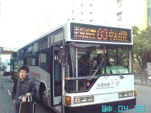 使用高鐵接駁車的統聯客運83路