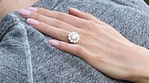First pictures of Zooey Deschanel's engagement ring!