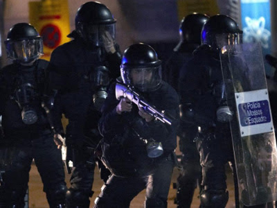 Agentes antidisturbios de los Mossos d'Esquadra.