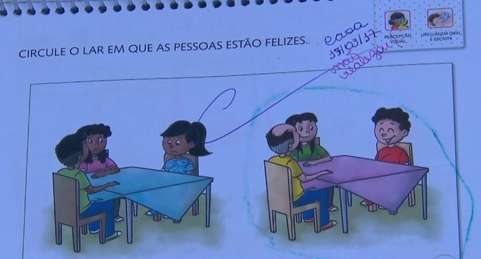 Livro didático utilizado em escola no Recife é denunciado por conteúdo racista (Foto: Reprodução/TV Globo)