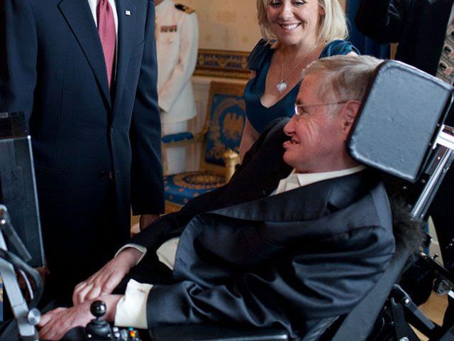 """Stephen Hawking clama por un """"gobierno mundial"""""""