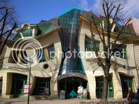 weird building design Crooked House poland