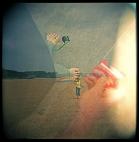 We like Kite flying/She tickles my feet por sunflowerdave (professional loungist)