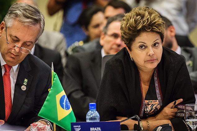 Ministro de Relações Exteriores, Luiz Alberto Fuigueiredo, ao lado da presidente Dilma Rousseff, durante cúpula da Unasul, no sexta-feira (30)