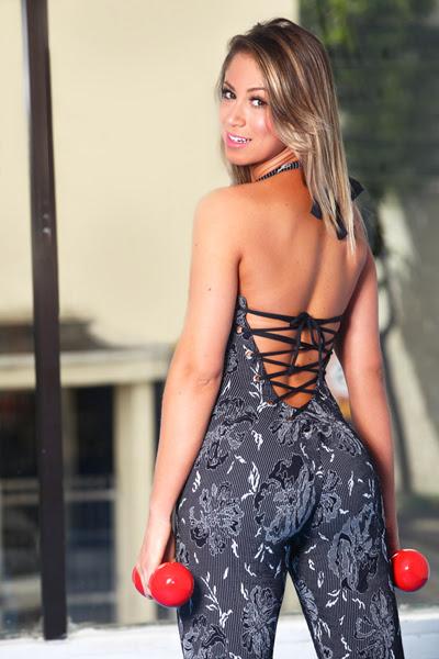 Carol Narizinho mostra looks sexy para malhar (Foto: Iwi Onodera / EGO)