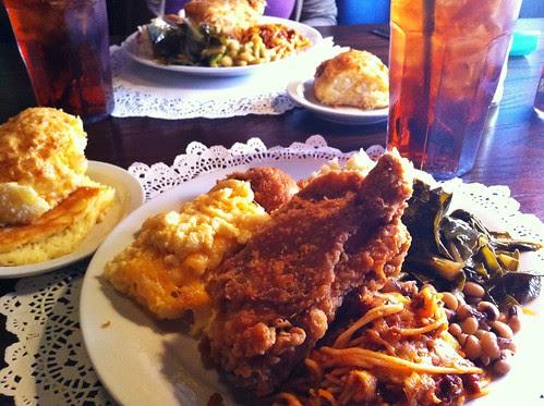 buffet, Lady & Sons, Savannah.