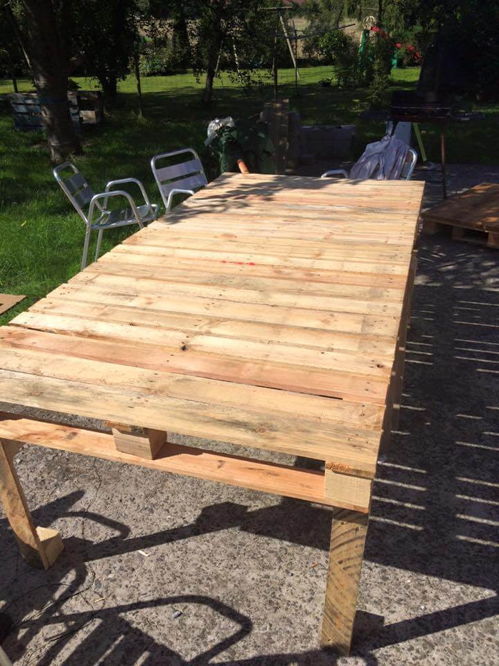 Pallet XL Outdoor Table | 99 Pallets