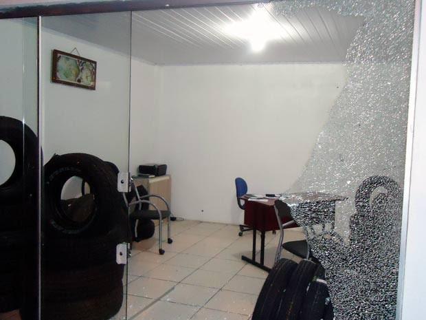 Loja de pneus foi invadida por volta das 6h30 em Condor (Foto: Divulgação/Brigada Militar)