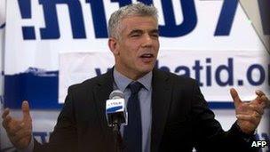 Yair Lapid celebrates (23 January 2013)