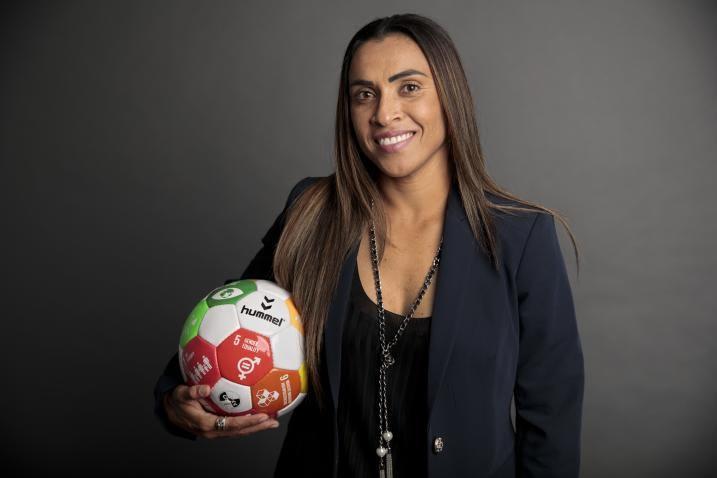 Mulheres e meninas no esporte podem mudar o jogo global/uma vitoria leva a outra noticias meninas marta igualdade de genero destaques