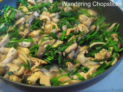 Oc Xao Nam He (Vietnamese Clams Sauteed with Mushrooms and Chives) 5