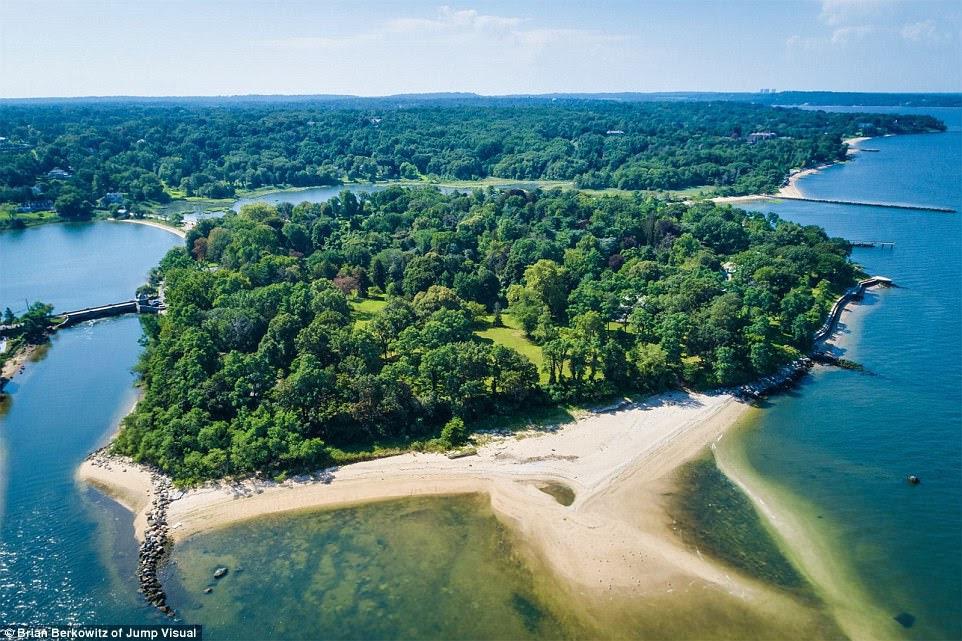 Tuyệt vời: Một hòn đảo tư nhân rộng 48 mẫu Anh đang vỗ về cảm giác Gatsbyesque trên bờ biển vàng của Long Island đang đẩy thị trường lên tới 125 triệu đô la