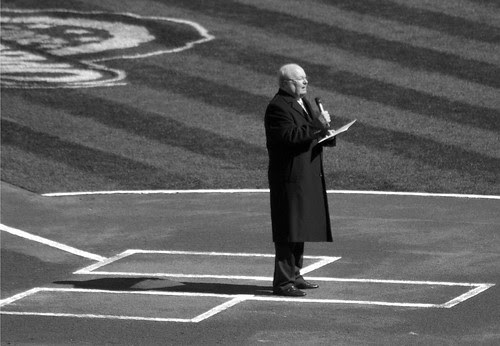 Dave Niehaus Speaks on Opening Day (BW)