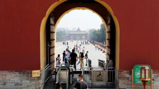 中国北京天坛公园门前 2020年5月1日 照片