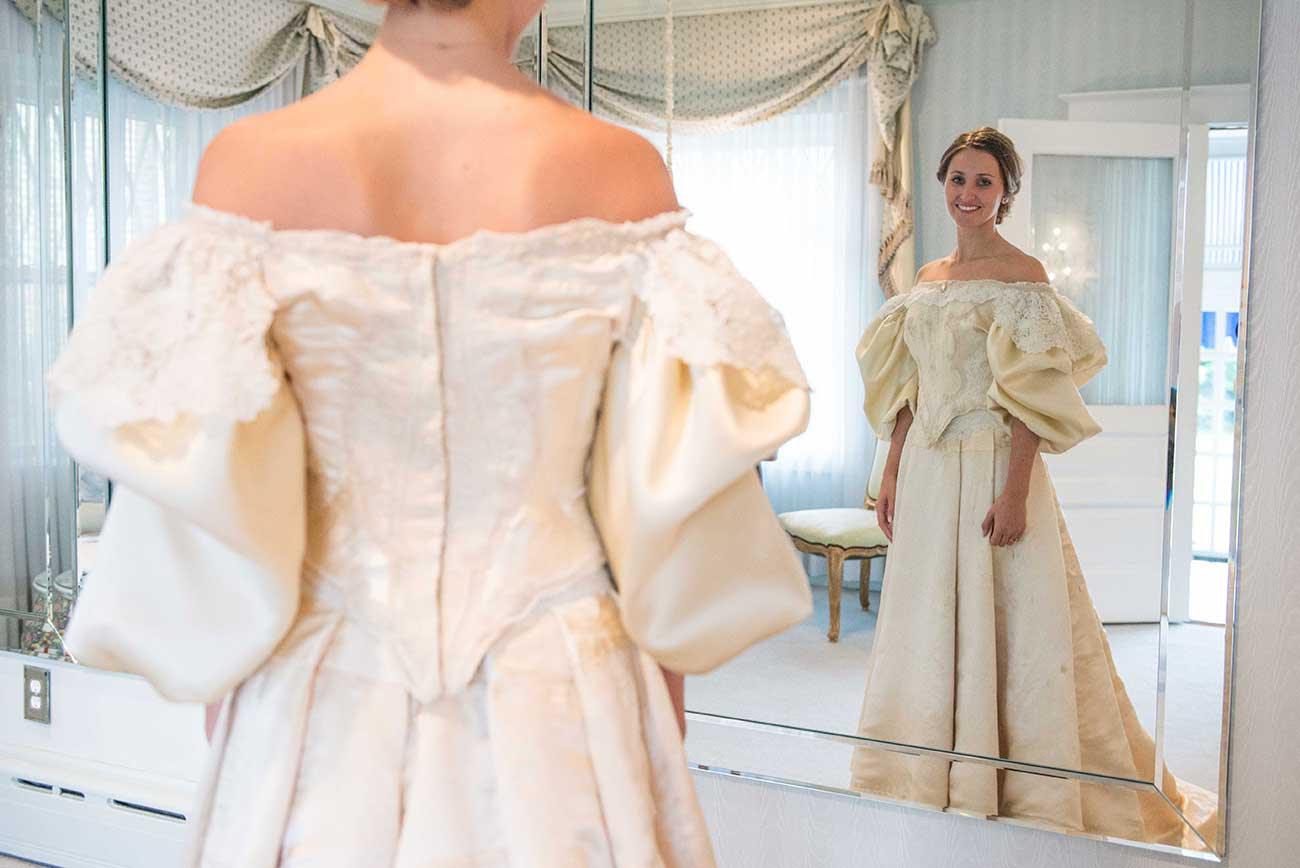 Todo mundo viu este vestido de noiva de 120 anos de antiguidade, exceto uma pessoa