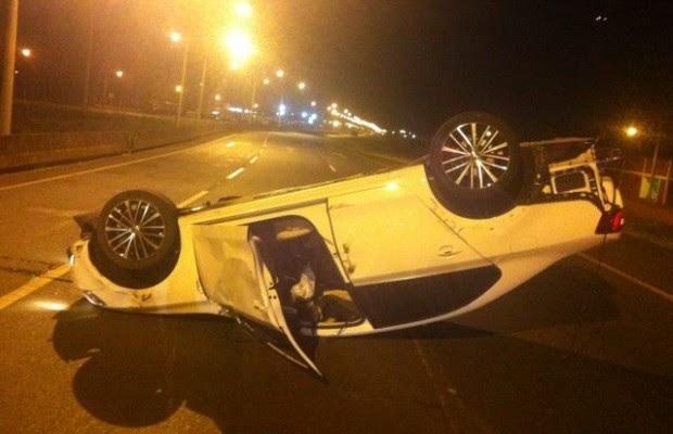 Irmão do cantor sertanejo Mateus sofre acidente de carro em Goiás (Foto: Divulgação/PRF-GO)