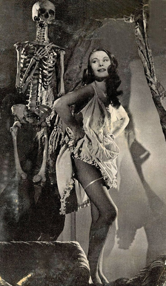 More Vintage Halloween Pinups