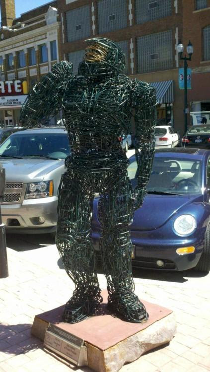 (via Master Chief as a wire sculpture [PIC] : gaming)