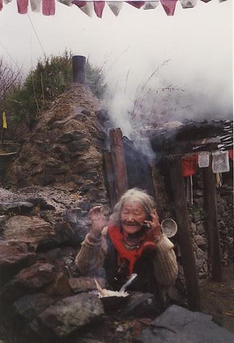 old lady at yubeng