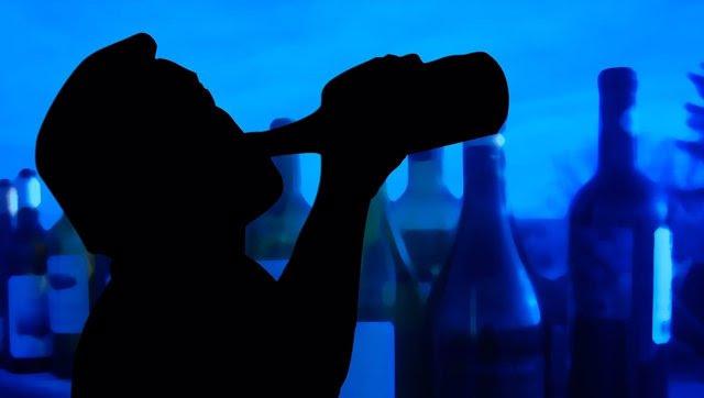 Hombre borracho bebida alcohol fiesta