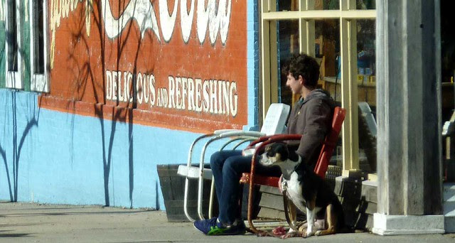 P1050967-2010-01-03-Fleemans-Belly-General-Store-scene-with-Dog-detail