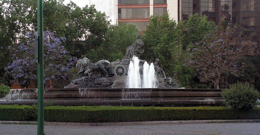 Réplica de la fuente de la Cibeles madrileña en México.