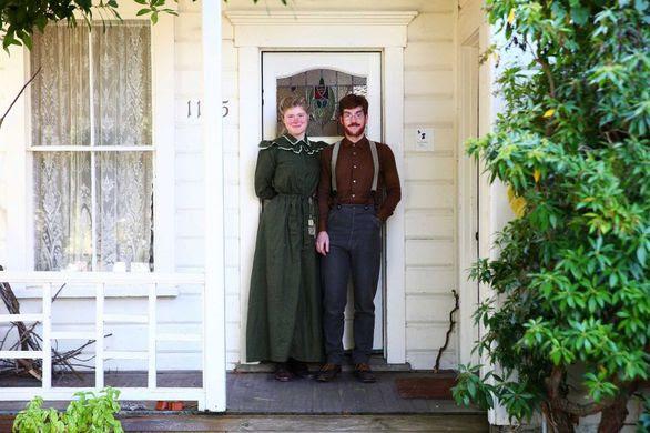 Το ζευγάρι που ζει στο 19ο αιώνα! (pics)