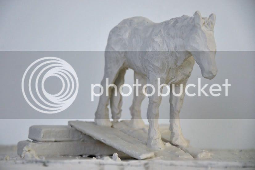 Sculpture de cheval qui fait le con en plâtre art contemporain pierre guilhem, Sculpture de cheval qui fait le con en plâtre art contemporain pierre guilhem