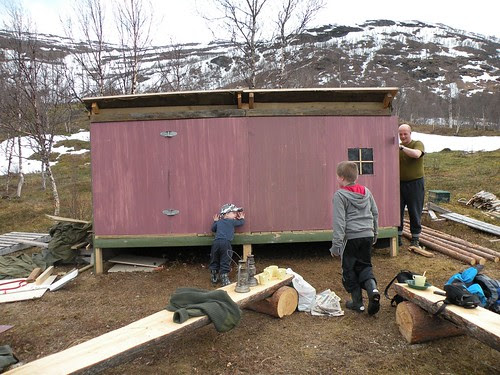 turning the lean-to into a little hut1