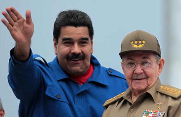 Los presidentes Nicolás Maduro y Raúl Castro en la Plaza de la Revolución, este Primero de Mayo. Foto: Ladyrene Pérez/ Cubadebate